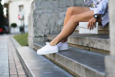 Ini 4 Cara Seru untuk Menggunakan Platform Sneakers Biar Gaya Kamu Enggak Membosankan