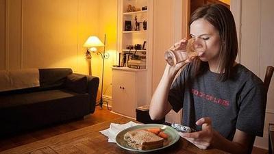 Hindari Makan Terlalu Malam