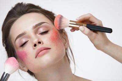 Berbentuk Kelereng dan Unik, Warna Cerah dari Blush On Ini Akan Menyegarkan Rona Wajahmu!