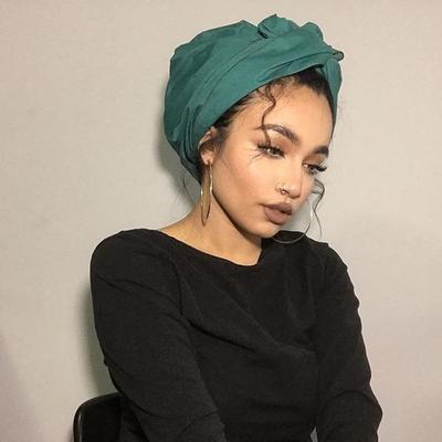 Gabungkan dan Ikat Hijab ke Bagian Atas Kepala