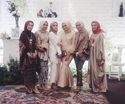 Wow, Inspirasi Gaun Pesta Hijab Ala Selebgram Ini Cantik Banget!