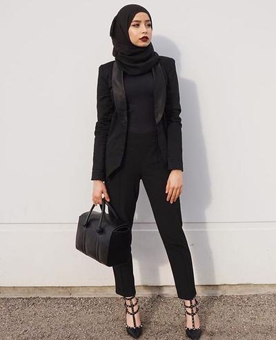 Tampil Stylish ke Kantor dengan Gaya Formal? Intip Inspirasi Ini Hijabers