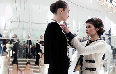 Kalau Kamu Ngaku Fashionista, Ini 4 Rekomendasi Film Tentang Fashion yang Keren Banget!