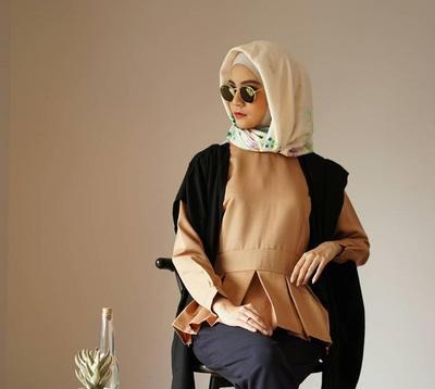 Hijabers, Ini 5 Cara Stylish Mengenakan Vest Outer untuk Gaya Keseharian Tanpa Kesan Berlebihan