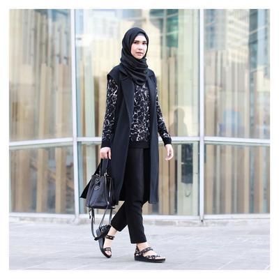 Ini Padu Padan Vest Hijab yang Fashionable Supaya Gaya Kamu Tak Ketinggalan Zaman