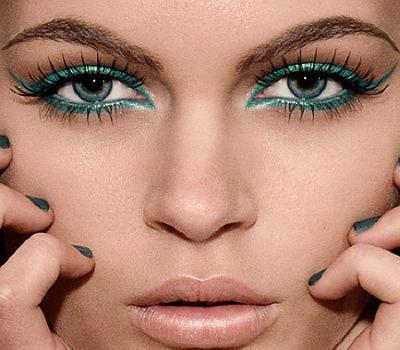Pilih Eyeshadow Berwarna Cerah