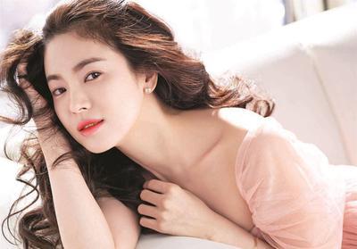 Sederhana nan Stylish, Inilah Gaya Fashion Song Hye Kyo dalam Kesehariannya