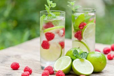 Segarkan Harimu dengan Aneka Variasi Minuman Soda yang Bisa Kamu Bikin Sendiri Ini!