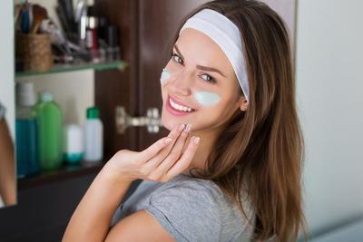 Ladies, Terapkan 4 Skincare Routine Ini untuk Atasi Masalah Kulit Kusam Kamu!