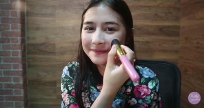 Inilah Make Up Routine Ala Prilly Latuconsina untuk Tampil Cantik Natural!