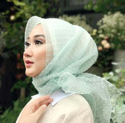 Supaya Terlihat Anggun, Ini Tips Memilih Hijab untuk ke Pesta yang Harus Kamu Ketahui