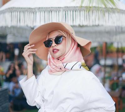 Ini Lho Mix and Match Warna Hijab dan Outfit yang Paling Cocok untuk Pemilik Kulit Sawo Matang
