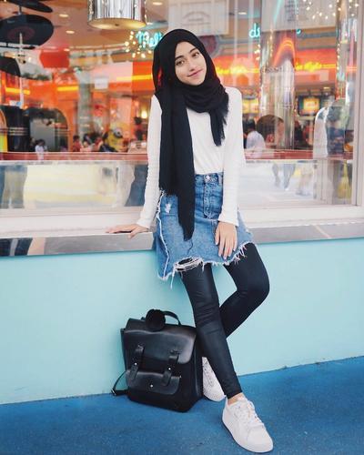 Sama-Sama Stylish, Ini Perbedaan Gaya Berpakaian yang Kontras Antar Para Selebgram Indonesia