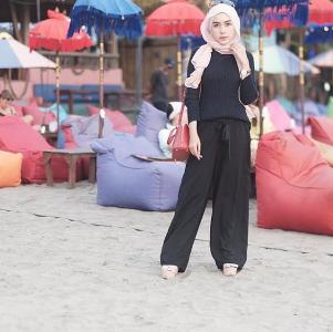 Ini Dia Fashion Muslim Kasual Kekinian Ala Hamidah Rachmayanti yang Bisa Jadi Inspirasi Kamu