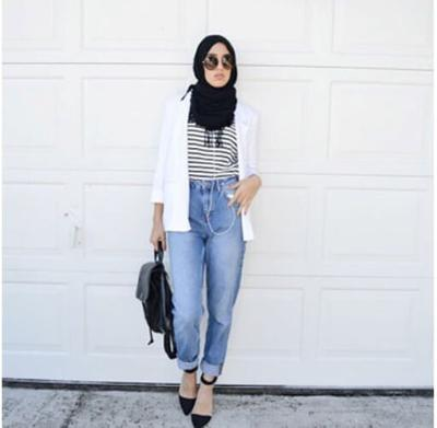 Tips Padu Padan Atasan dengan Jeans Hijab yang Bakal Bikin Kamu Tampil Kekinian