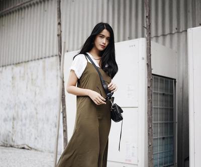 Ini 4 Gaya Stylish Selebriti Indonesia Saat Pakai Slip Dress yang Lagi Populer Banget di 2017