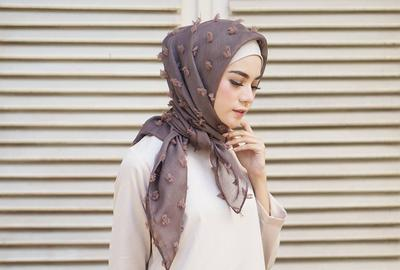 Pilihan Outfit yang Cocok Dipadukan dengan Hijab Rubiah yang Lagi Populer di 2017 Ini!