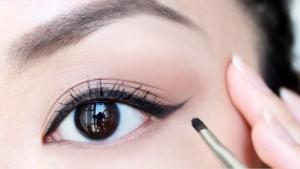 Eyeliner untuk Mata Besar