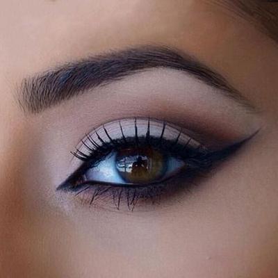 Psst! Ini Dia Rahasia Memakai Eyeliner Agar Mata Terlihat Besar dan Lentik!