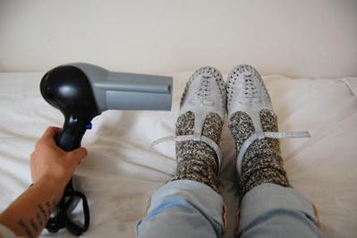 Jangan Langsung Mengabaikan Sepatu yang Kekecilan di Kamu, Ini Trik Jitu Mengakalinya