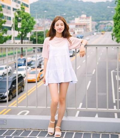 Inspirasi dengan Slip Dress Trend ala Korean Style yang Lucu dan Bikin Imut!
