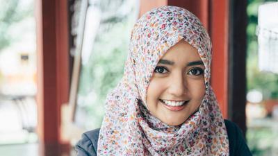 Dari Bulat Hingga Persegi, Ini Gaya Hijab yang Cocok Sesuai Bentuk Wajah