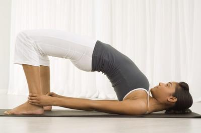 Ladies, Gerakan Yoga Ini Terbukti Dapat Mengecilkan Betis dengan Cepat Lho