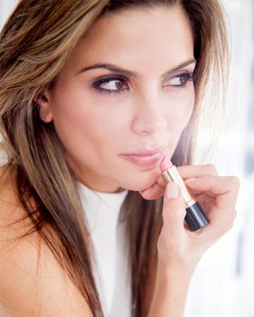 Enggak Perlu Ribet, Ini Trik Make Up Natural yang Membuatmu Makin Memesona!