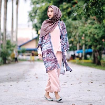 Biar Makin Hits! Ini 5 Gaya OOTD untuk Hijabers yang Mau Traveling di Musim Panas
