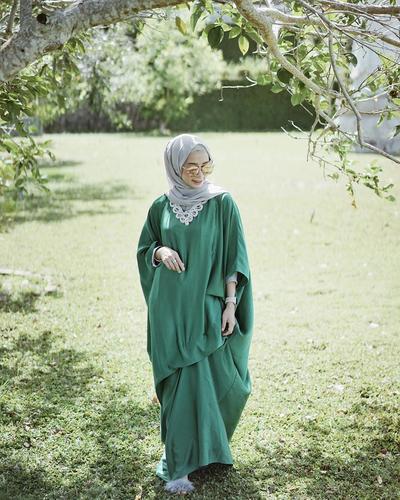 Tak Usah Minder, Ini Cara Siasati Tubuhmu yang Kecil dan Kurus dengan Pilihan Maxi Dress Ini