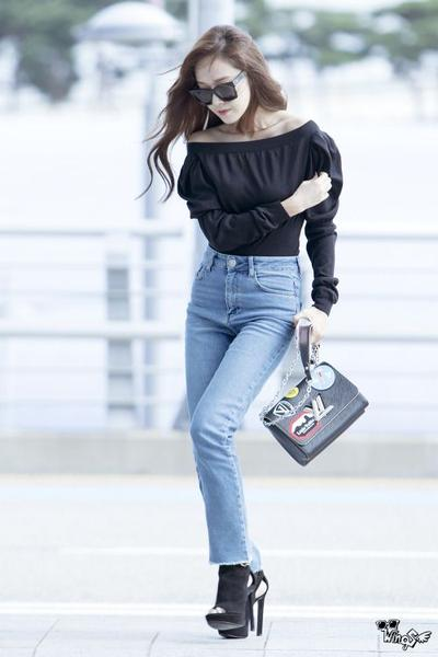 Tampil Stylish ke Kantor dengan 4 Model Sepatu ala Selebriti Korea, Mana Favoritmu?