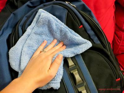 Bersihkan Tas dengan Benar