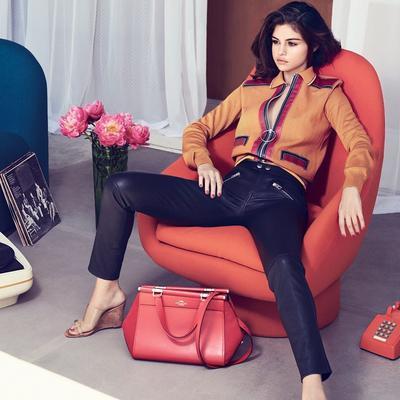 5 Sepatu Ala Selena Gomez Ini Bisa Bikin Penampilanmu Makin Kece!