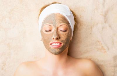4 Masker Alami untuk Hilangkan Bekas Jerawat Ini Bisa Kamu Racik Sendiri di Rumah, Lho!