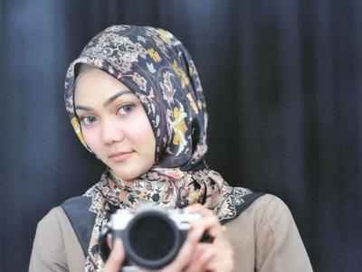 Mau Berhijab Simple Nan Elegan? Intip Inspirasi Gaya Hijab Ala Artis Berikut Ini!