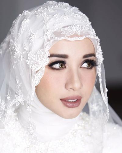 Psst, Mau Tahu Enggak? Ini Lho Fakta Menarik di Balik Gaun Pernikahan Laudya Cynthia Bella