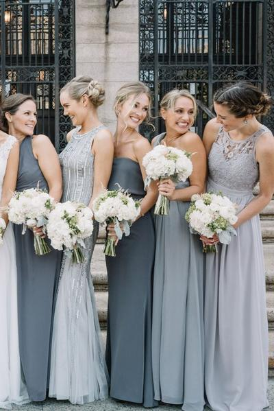 Cantik dan Elegan, Ini Dia 5 Inspirasi Model Gaun Bridesmaid untuk Pesta Malam Hari