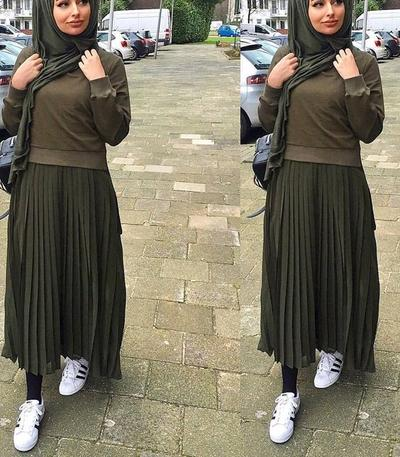 Buat ke Kampus, Ini Padanan yang Kece Rok Plisket dengan Hijab!