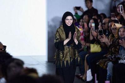 Cantik! Ini Dia Gaya Designer Cantik Vivi Zubedi Di New York Fashion Week 2017!