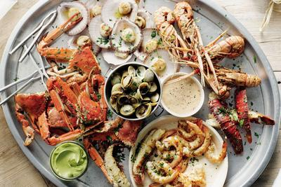 Tempat makan seafood paling enak
