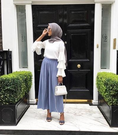 4 Ide Fashion Hijab ke Kantor dengan Maxi Skirt yang Simpel dan Kasual