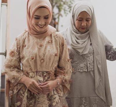 Ini Dia 4 Pilihan Kebaya Muslimah Lamaran yang Lagi Populer dan Dijamin Bikin Pangling