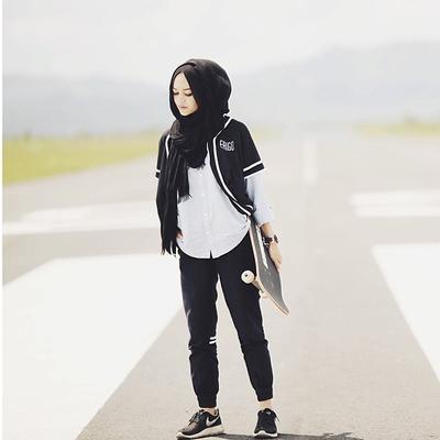 Tampil Sporty dengan Padu Padan Celana Hijab Jogger Kekinian Ini, Yuk!