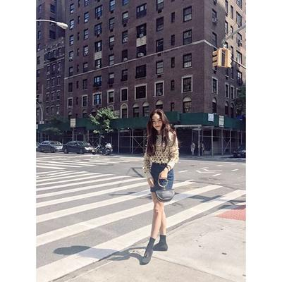 Tampil Fashionable Seperti Artis Korea dengan 4 Inspirasi Fashion Ini!
