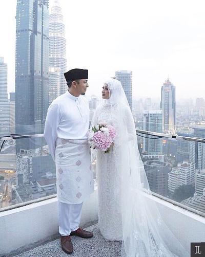 Ini Dia Gaun Putih Pernikahan Selebriti Berhijab yang Anggun Banget, Kamu Pilih Mana?