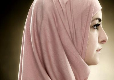 Sering Gerah Memakai Hijab? Intip 4 Tips Ini, Nomor 2 Paling Sering Diabaikan!
