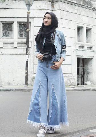 3. Wide Leg Jeans
