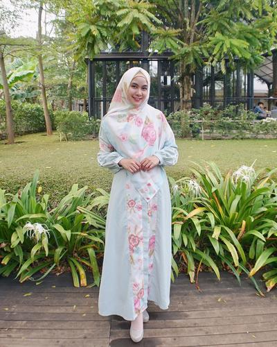 1. Memilih Long Dress