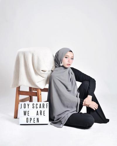 1. Hijab Anting