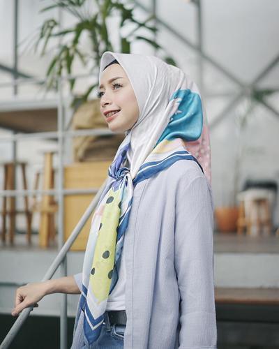 4. Hijab Segiempat Ikat